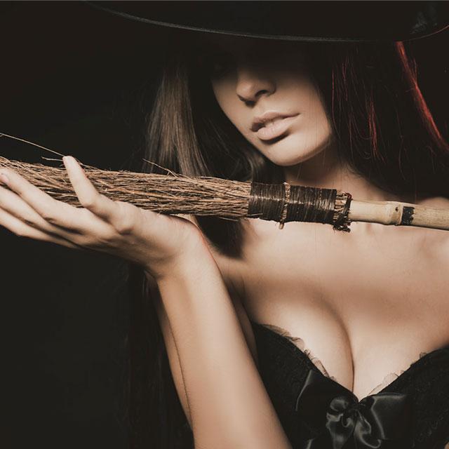 ハロウィン注目コスプレ 魔女